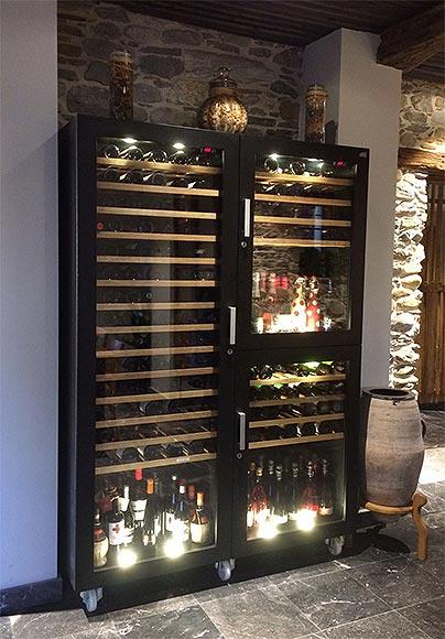 Gran vinoteca gold madera caveduke - Vinotecas de madera ...